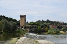Divide of the Arno River with Porta San Niccolo in the background.jpg