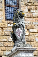 Lion Statue with Shield of Florence in front of Palazzo Vecchio.jpg