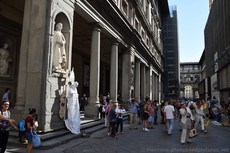Tourists between Uffizi Gallery and Loggia dei Lanzi.jpg